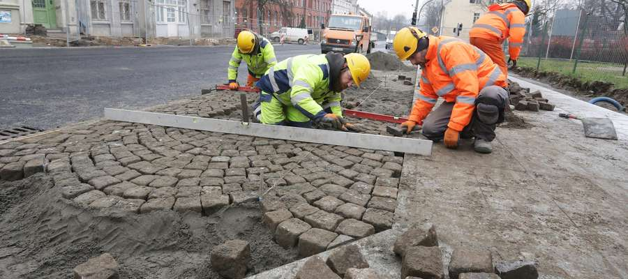 Pieniężnego asfalt i polbruk  Olsztyn-na Pieniężnego asfalt i polbruk już kładą.
