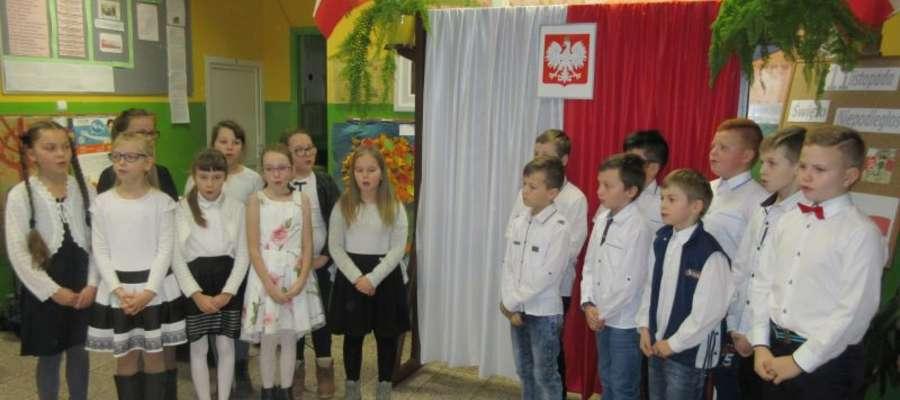 Podczas apelu w szkole w Zajączkowie