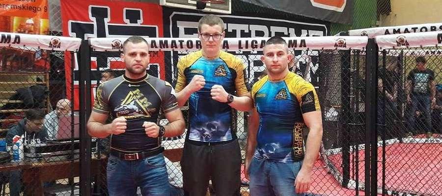 Artur Dziki (w środku) został mistrzem Polski juniorów w kategorii -84 kg