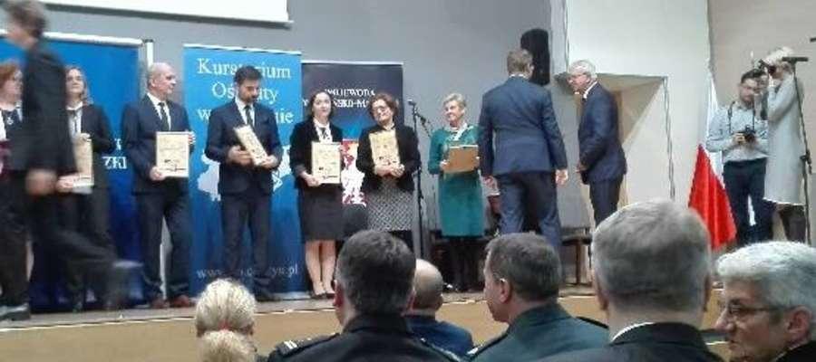 Certyfikat odebrała m.in. dyrektor II LO w Piszu Małgorzata Oświęcimko