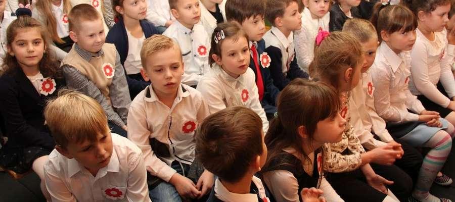 """Uczniowie nowomiejskiej """"Jedynki"""" też uczcili odzyskanie niepodległości"""