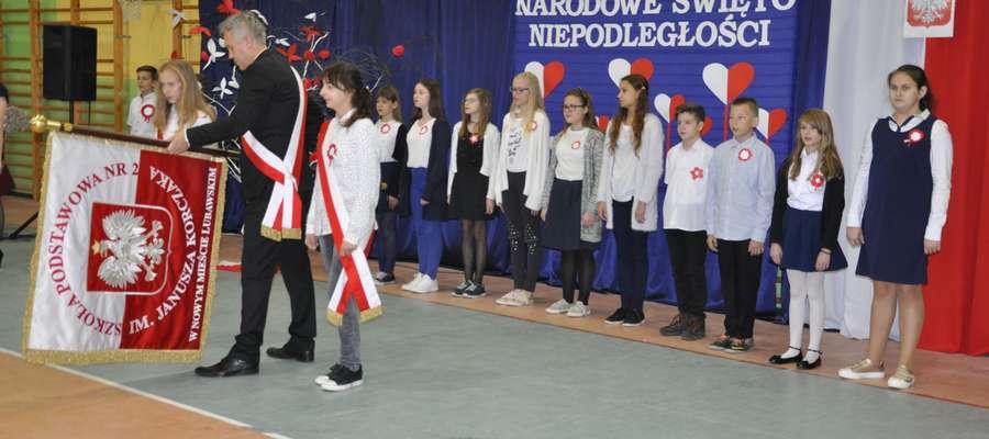 """Podczas patriotycznego apelu w nowomiejskiej szkole """"Dwójce"""""""