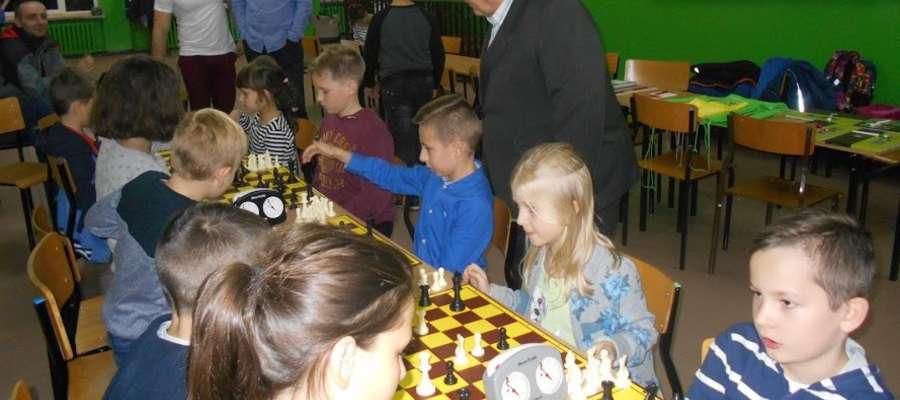 Podczas szachowych zmagań w szkole