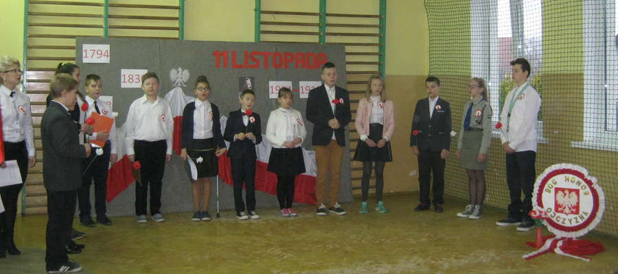 W czasie akademii w szkole w Ostrowitem