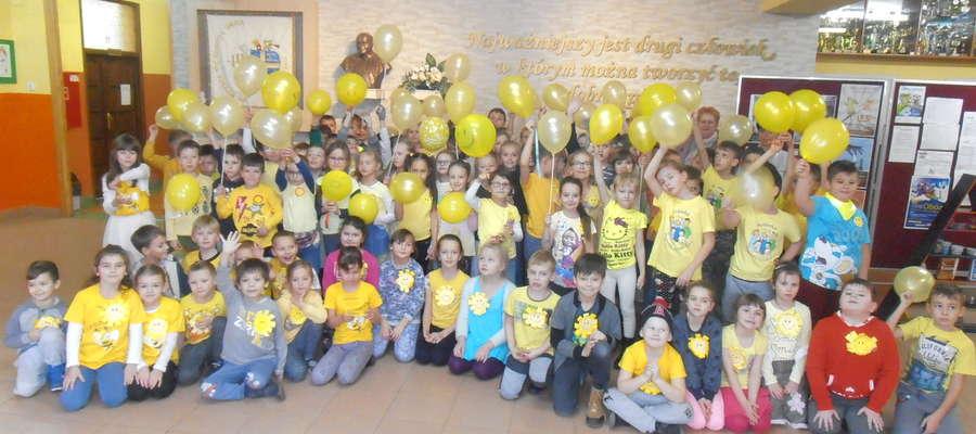 Wszyscy założyli żółte koszulki, były też żółte balony