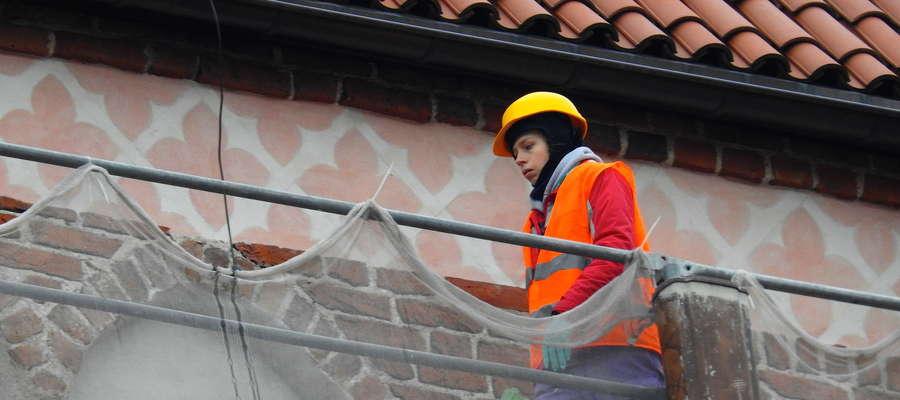 Nowe wymalowania pod szczytem wieży