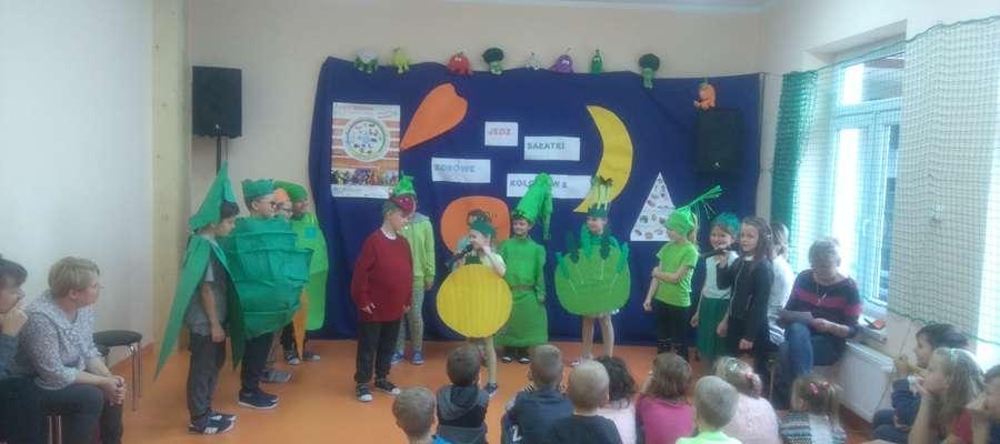 Dzieci ze Zwiniarza podczas części artystycznej