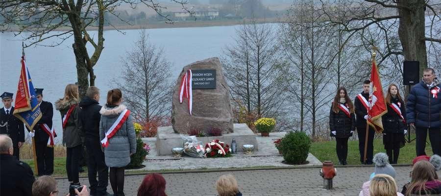 W Świętajnie odsłonięto tablicę upamiętniającą ofiary wojen