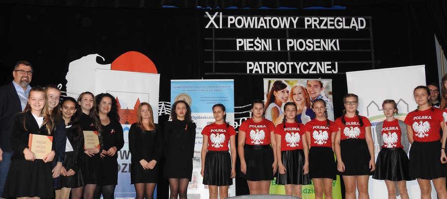 Zwycięzcy tegorocznego Powiatowego Przeglądu Pieśni i Piosenki Patriotycznej