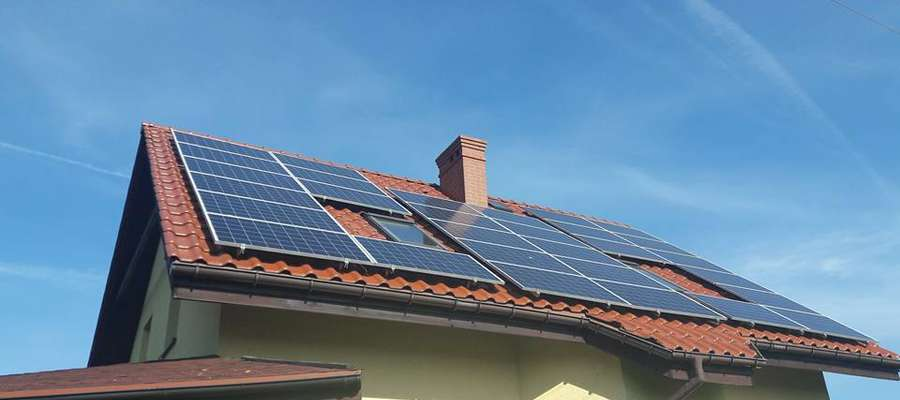 Oddajemy energię po to, żeby można było ją odebrać z powrotem i wykorzystać, gdy nasza instalacja będzie produkowała jej mniej lub nie będzie produkowała wcale np. w nocy