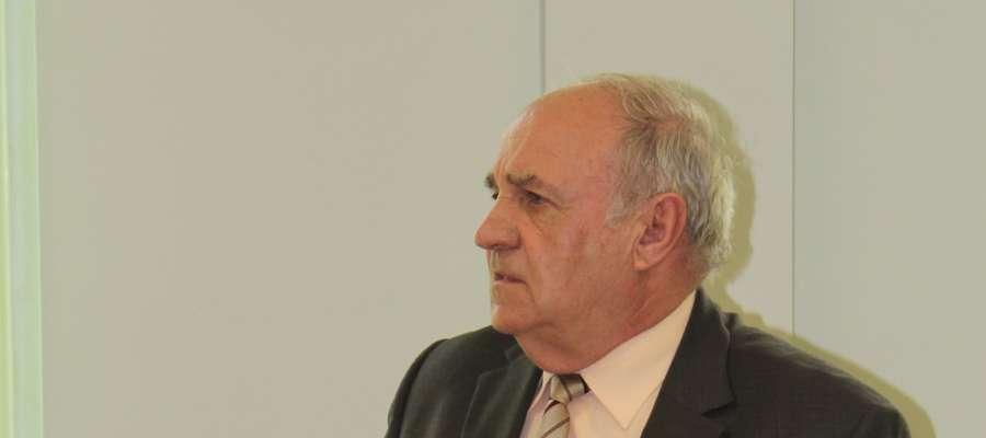 Radny Leszek Safuryn upierał się, że komisja rewizyjna działa bezprawnie