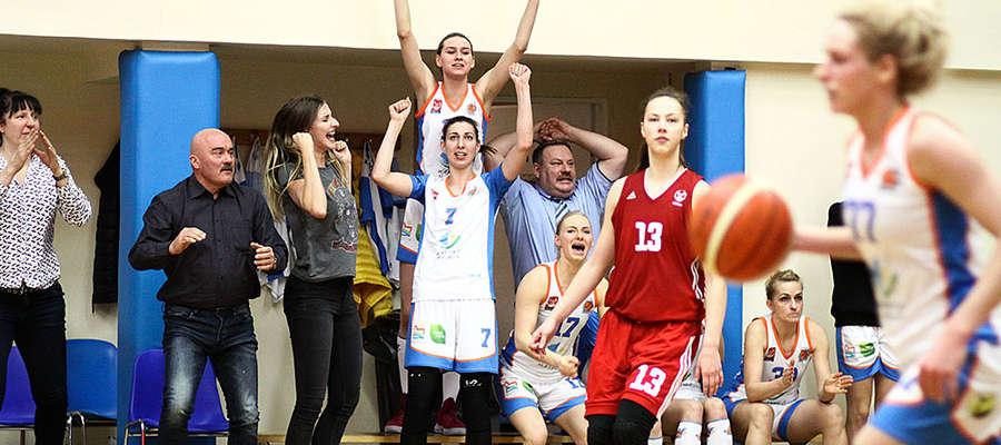 Olsztyńskie koszykarki spisały się na szóstkę, a że o wynik nie trzeba było drżeć do samego końca, więc chyba tak mogły wyglądać ostatnie sekundy meczu w Bydgoszczy