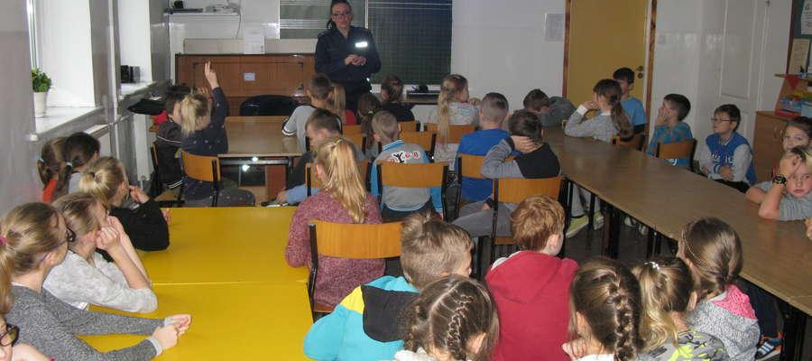 Dzieci sporo wiedzą na temat zagrożeń w sieci.