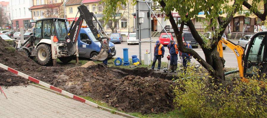 Usuwanie awarii wodociągu na ul. Olsztyńskiej w Giżycku
