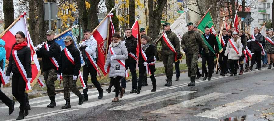 Przemarsz uczestników obchodów 99. rocznicy odzyskania Niepodległości