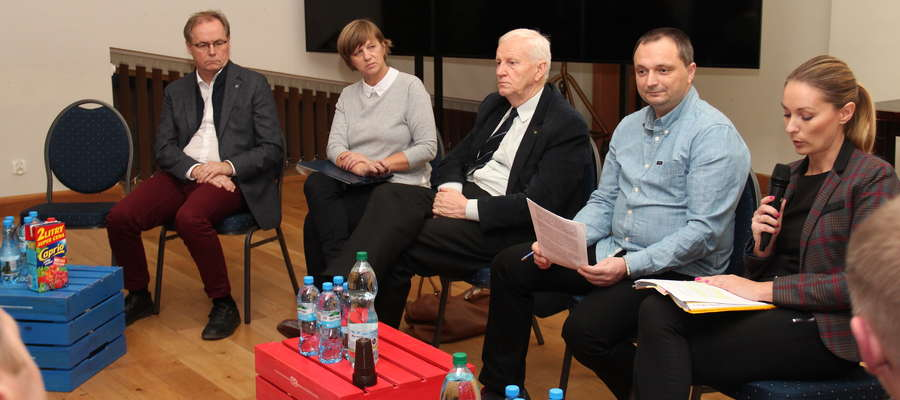 Uczestnicy spotkania w sprawie przyszłości giżyckiej Bazy