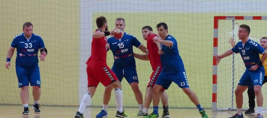 Bardzo pewne zwycięstwo szczypiornistów Jezioraka w derbach województwa