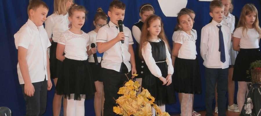 Apel w szkole w Zwiniarzu