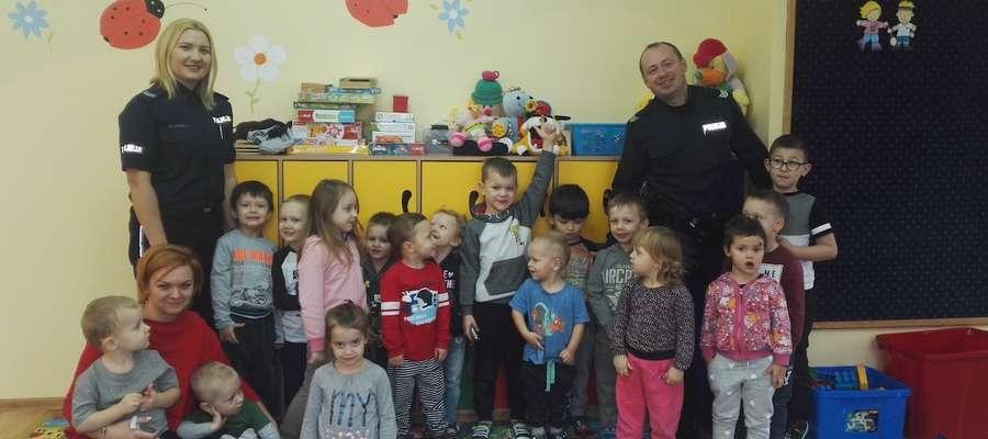 Policjanci odwiedzili przedszkolaków z Akademii Smyka i Chatki w Kwiatki