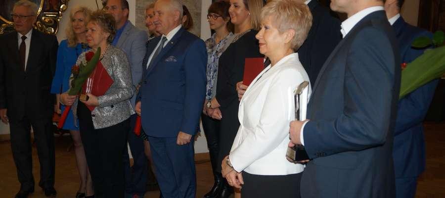 Uroczystość wręczenia nagród odbyła się w salach kopernikowskich Zamku Kapituły Warmińskiej. Na zdjęciu druga od lewej Elwira Świetlicka, dyrektor M-GOPS w Piszu