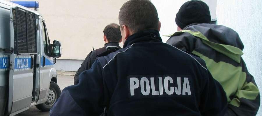 Poszukiwani dobrowolnie oddali się w ręce policji
