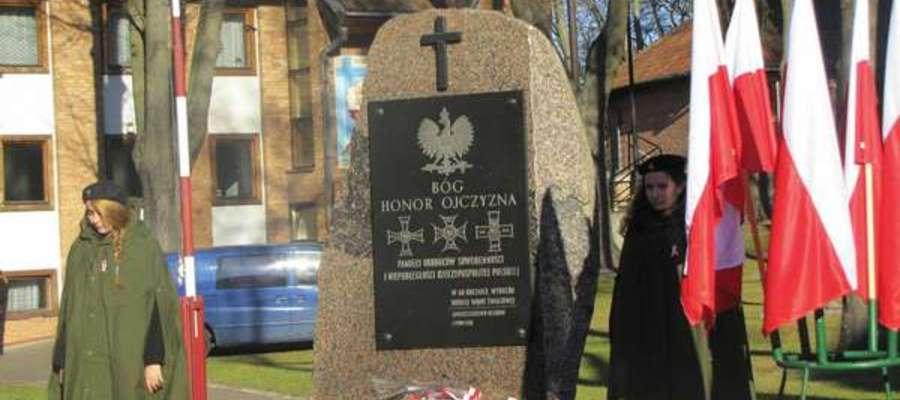 Obchody organizowane są w Ostródzie pod Pomnikiem Pamięci Obrońców Suwerenności i Niepodległości RP