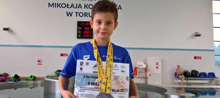 Jakub Zalewski z medalami zdobytymi w Toruniu