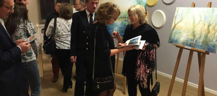 Prace Elisabeth Krogull (pierwsza z prawej) zmuszają do rozmów