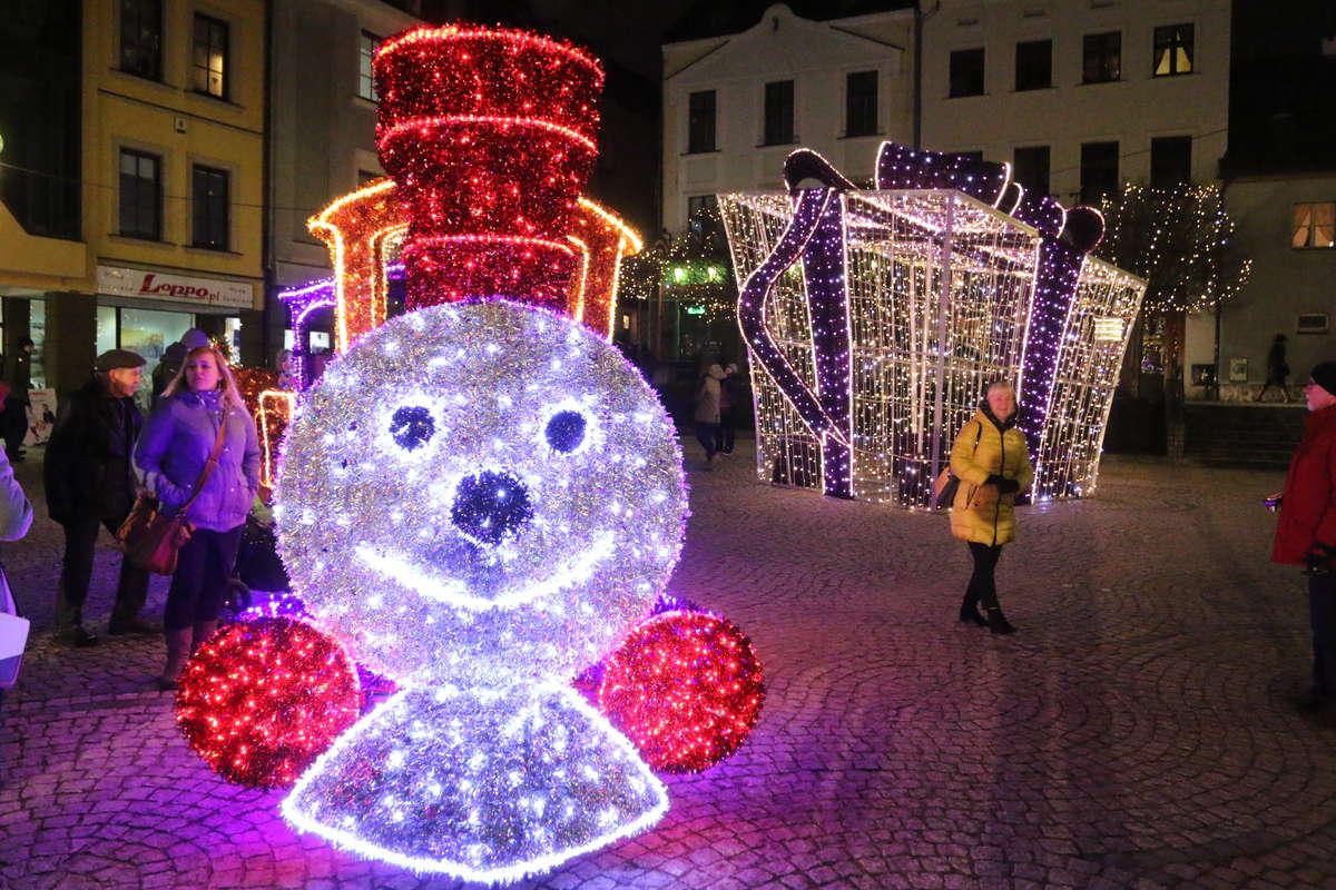 jarmark świąteczny  - full image