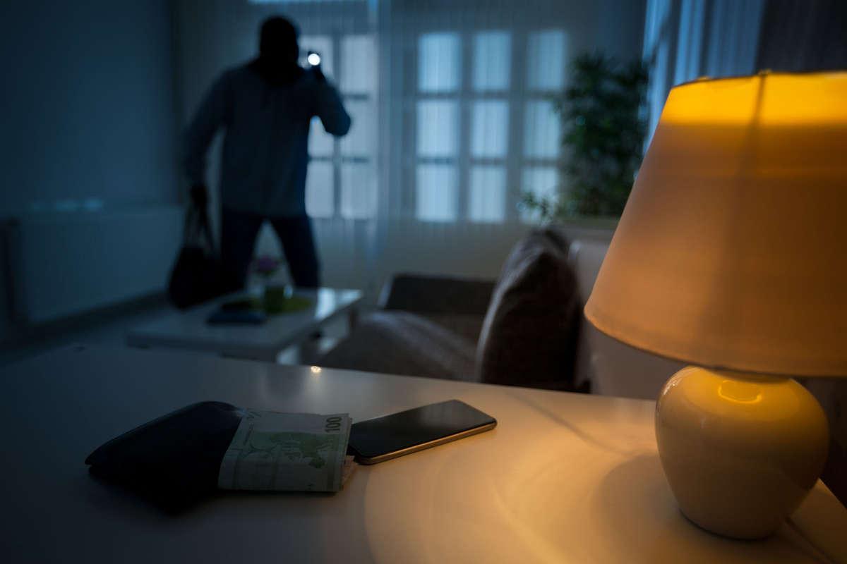 Cicha noc i bezpieczne święta - full image