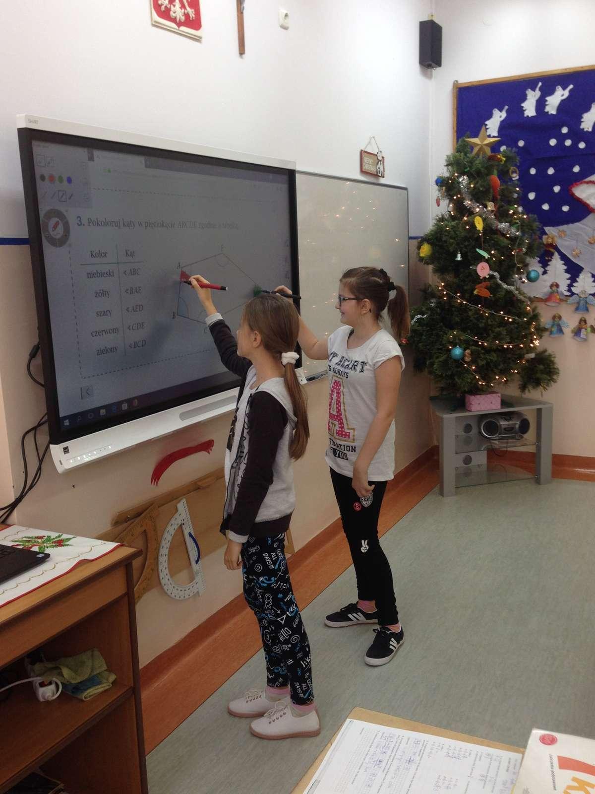 Uczniowie chętnie korzystają z nowego sprzętu