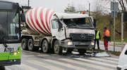 Zderzenie dwóch ciężarówek na Sikorskiego w Olsztynie. Betoniarka najechała na naukę jazdy [ZDJĘCIA]