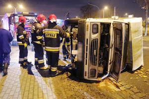 Wypadek na ulicy Towarowej w Olsztynie. Bus zderzył się z osobówką [ZDJĘCIA, VIDEO]