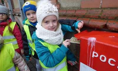 Wycieczka przedszkolaków na pocztę
