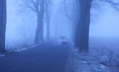 Drogi i ulice toną we mgle. Uważajcie w podróży