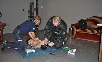 Strażacy szkolili policjantów z udzielania pierwszej pomocy