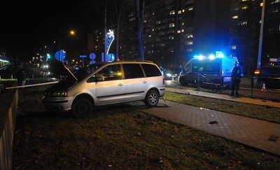 Wypadek na Odrodzenia. Kierowca seata potrącił 76-letnią kobietę [ZDJĘCIA]