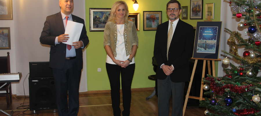 Na zdjęciu od lewej:  kierownik MMM Jerzy Piotrowski, dyrektor MWM Bogusława Trojanowska oraz Anatol Martyniuk