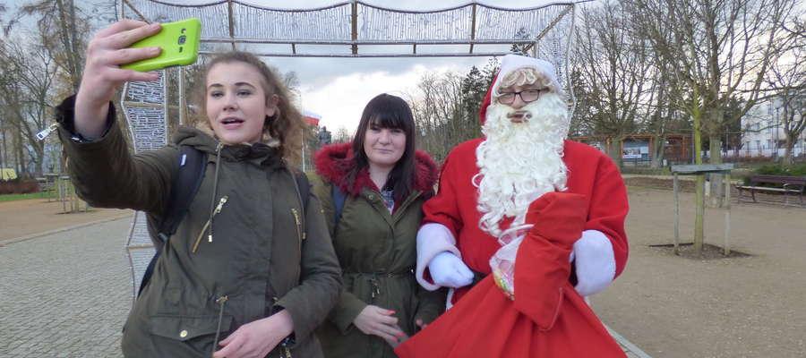 Goszczący w Mławie Mikołaj jak zwykle miał wielu fanów