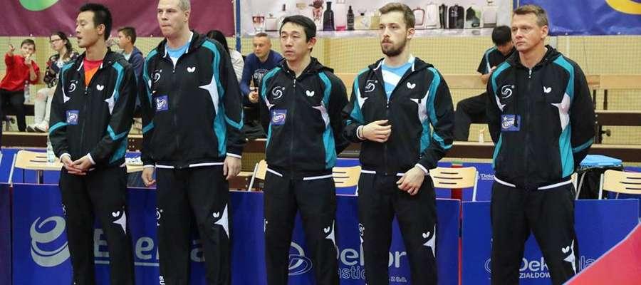 Piotr Kołaciński (z prawej) wraz ze swoim zespołem fot. fanpage KS Dekorglass