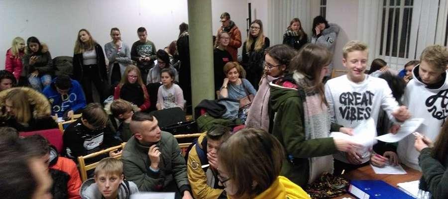 Sztab WOŚP w Mrągowie pracuje na pełnych obrotach. Sporą część wolontariuszy stanowi młodzież.