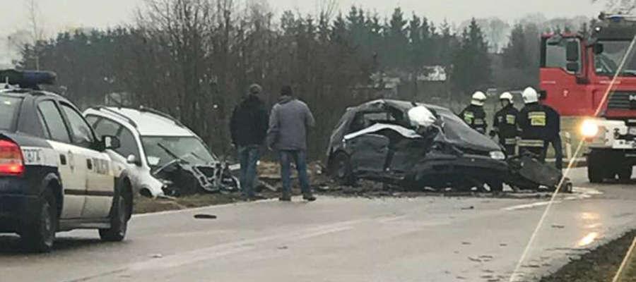 W Brzeźnie Mazurskim zderzyły się dwa samochody osobowe