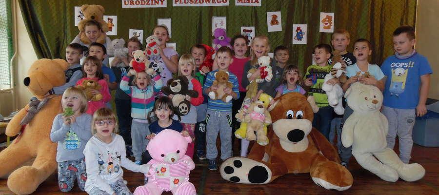 Uczniowie z Boleszyna ze swoimi misiami
