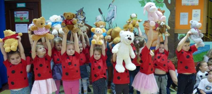 Przedszkolaki przyniosły i zaprezentowały swoje misie