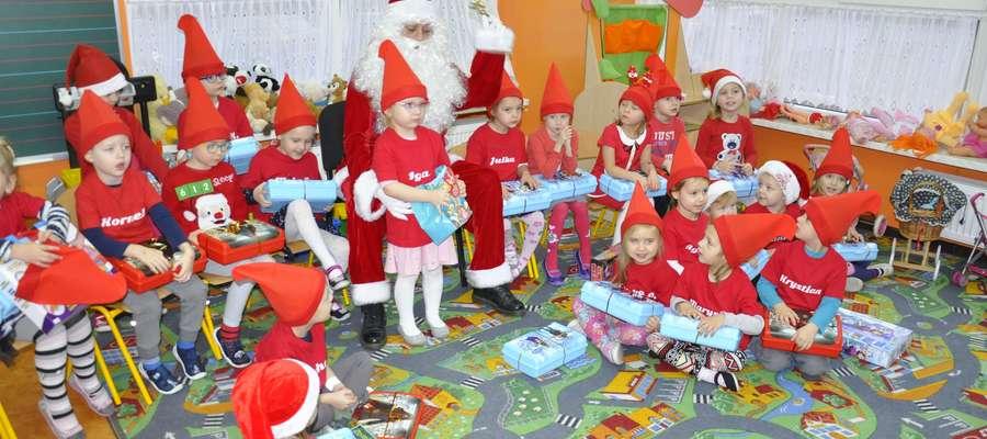Mikołaj odwiedził przedszkolaków i uczniów wszystkich klas