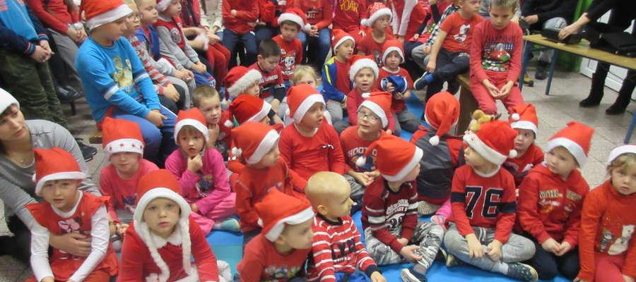 Uczniowie z Zajączkowa w miłym dniu