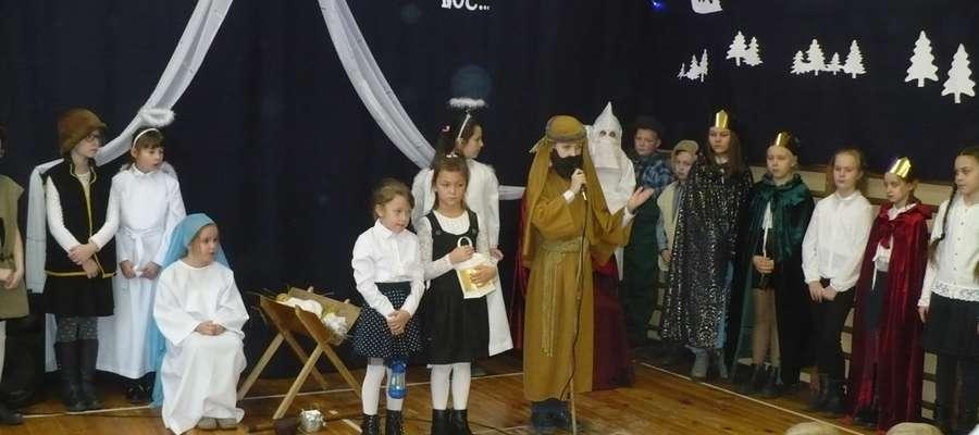 Dzieci ze szkoły w Zajączkowie wystawiły jasełka