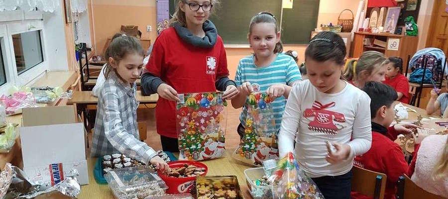 Szkolne Koło Caritas zorganizowało akcję na rzecz Domu Dziecka w Pacółtowie