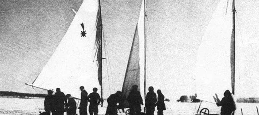 """""""Gdy po nagłej odwilży nastawał silny mróz, na Jezioraku pojawiały się bojery. Ten piękny sport upodobali sobie szczególnie członkowie Garnizonowego Towarzystwa Sportów Wodnych"""""""