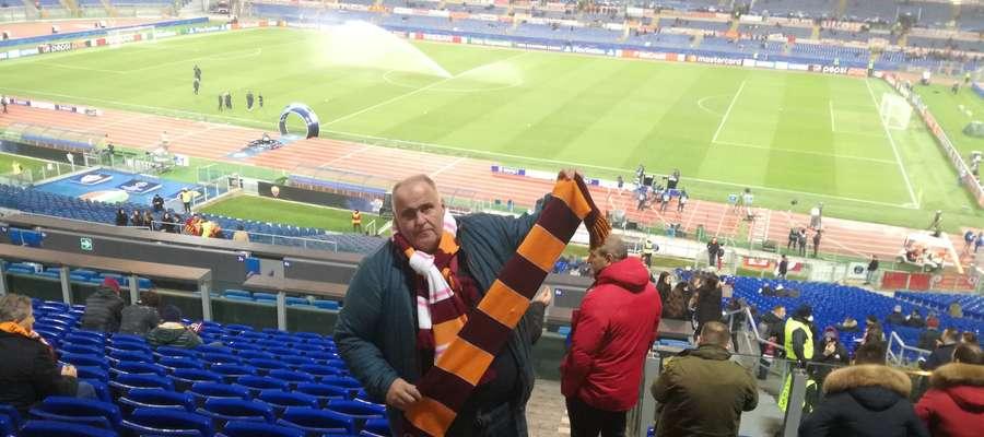 Jarosław Hryniewicz z Olsztyna na trybunach stadionu w Rzymie